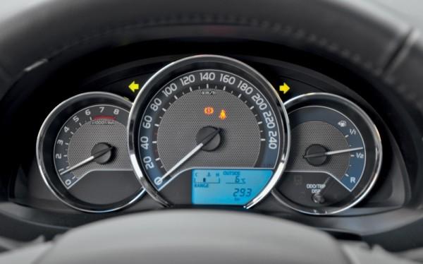Kia Cerato-Toyota Corolla-Renault Fluence-Ford Focus-Citroen C4 sedan-17