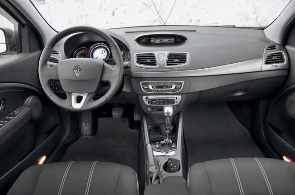 Kia Cerato-Toyota Corolla-Renault Fluence-Ford Focus-Citroen C4 sedan-20