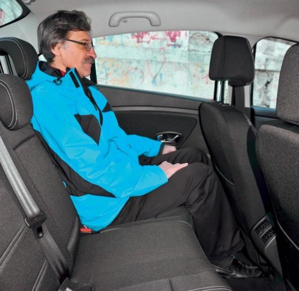 Kia Cerato-Toyota Corolla-Renault Fluence-Ford Focus-Citroen C4 sedan-22