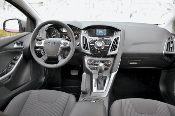 Kia Cerato-Toyota Corolla-Renault Fluence-Ford Focus-Citroen C4 sedan-26