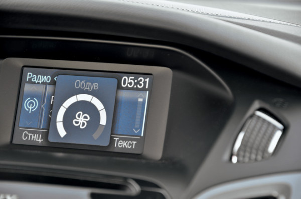 Kia Cerato-Toyota Corolla-Renault Fluence-Ford Focus-Citroen C4 sedan-27