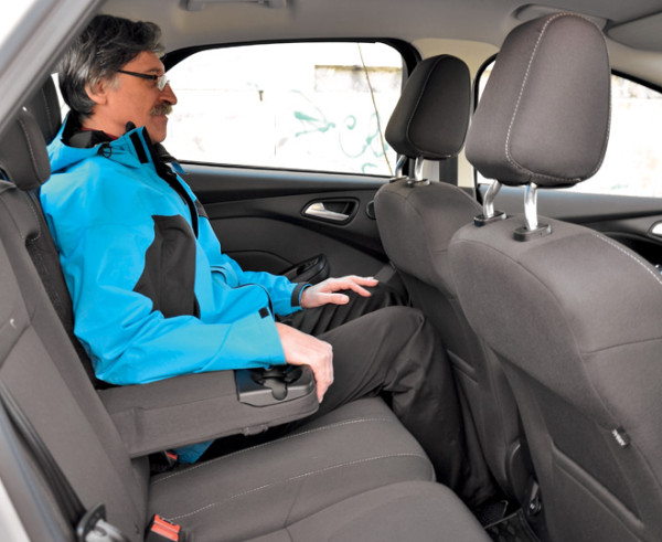Kia Cerato-Toyota Corolla-Renault Fluence-Ford Focus-Citroen C4 sedan-28