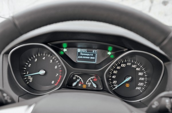 Kia Cerato-Toyota Corolla-Renault Fluence-Ford Focus-Citroen C4 sedan-29