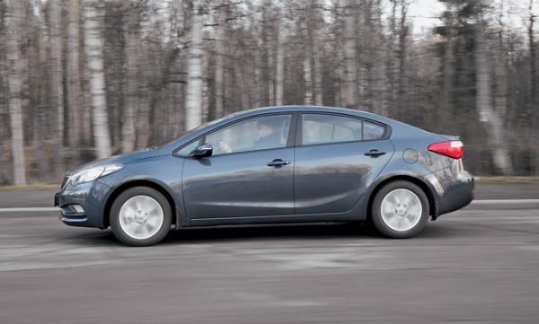 Kia Cerato-Toyota Corolla-Renault Fluence-Ford Focus-Citroen C4 sedan-3