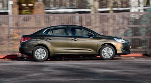 Kia Cerato-Toyota Corolla-Renault Fluence-Ford Focus-Citroen C4 sedan-34