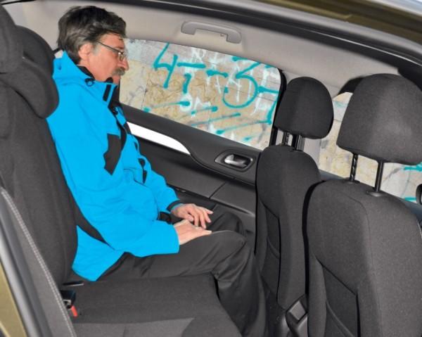 Kia Cerato-Toyota Corolla-Renault Fluence-Ford Focus-Citroen C4 sedan-37
