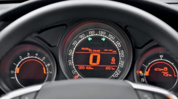 Kia Cerato-Toyota Corolla-Renault Fluence-Ford Focus-Citroen C4 sedan-38