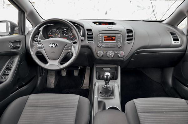Kia Cerato-Toyota Corolla-Renault Fluence-Ford Focus-Citroen C4 sedan-4