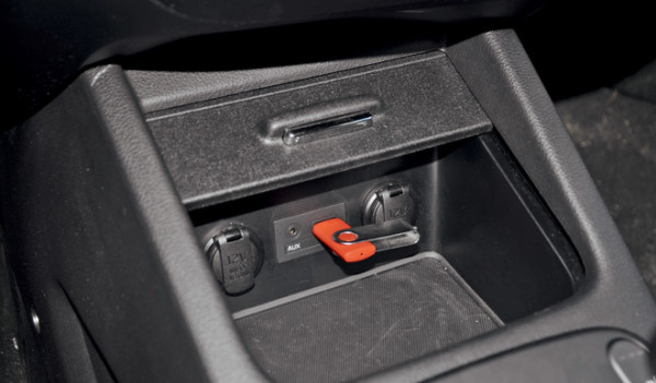 Kia Cerato-Toyota Corolla-Renault Fluence-Ford Focus-Citroen C4 sedan-6