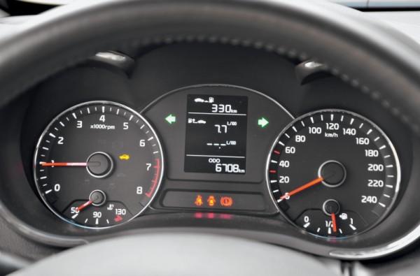 Kia Cerato-Toyota Corolla-Renault Fluence-Ford Focus-Citroen C4 sedan-7