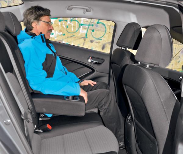 Kia Cerato-Toyota Corolla-Renault Fluence-Ford Focus-Citroen C4 sedan-9