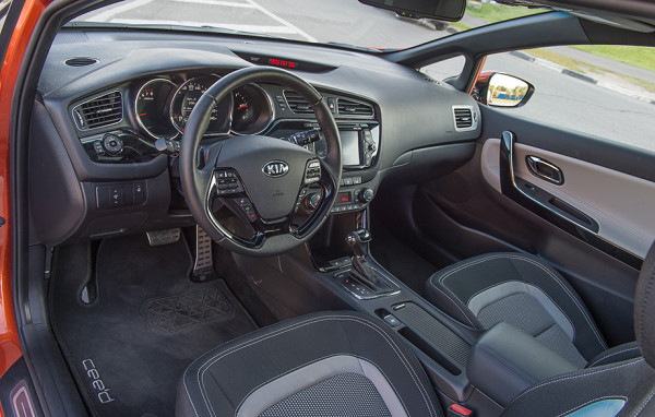 Kia pro_cee'd и Renault Megane Coupe -6