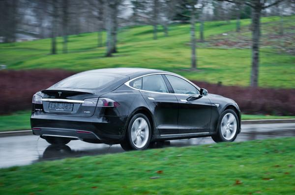 Tesla Model S-12