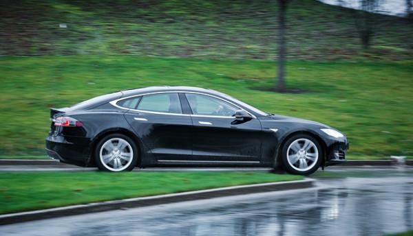 Tesla Model S-13