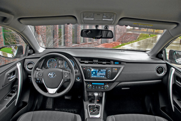 Toyota Auris-4