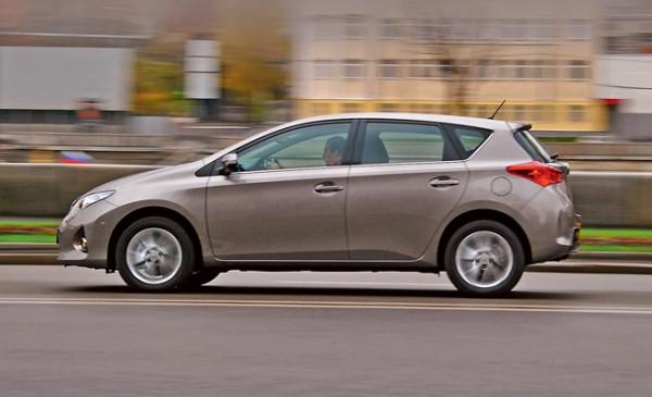 Toyota Auris-5