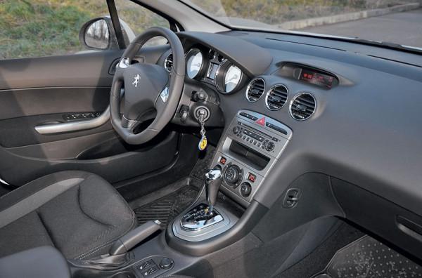 Citroen C4 Sedan. Peugeot 408-8